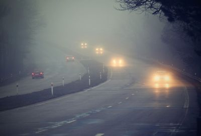 tips for driving in fog, image of foggy dual carriageway